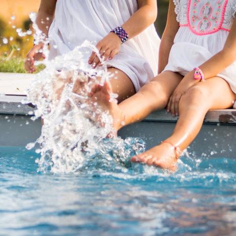 enfants jouent piscine dans le Gers
